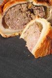 Geschnittener Schiefer 2 der Schweinefleischtorte Stockfoto