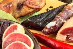 Geschnittener Trockenfleischbiersatz lizenzfreies stockfoto