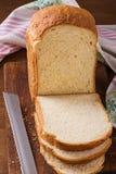 Geschnittenes †‹â€ ‹selbst gemachtes Brot Stockfotografie