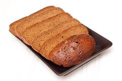 Geschnittenes braunes Brot Stockfoto