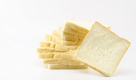 Geschnittenes Brot lokalisiert auf Weiß Stockfotos