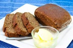Geschnittenes Brot mit Butter Stockbild