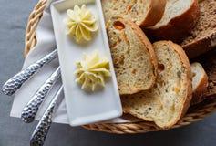 Geschnittenes Brot mit Butter Lizenzfreies Stockfoto