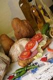 Geschnittenes Fleisch und Tomaten stockfotografie