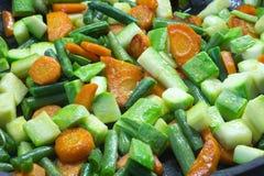 Geschnittenes Gemüse, gebraten in der Butter in einer Bratpfanne Lizenzfreies Stockbild