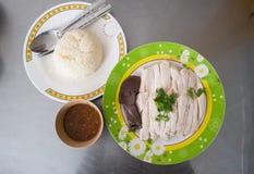 Geschnittenes Hainan-Ähnliches Huhn mit Reis Lizenzfreie Stockfotografie