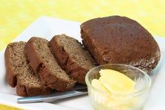 Geschnittenes Rye-Brot mit Butter Lizenzfreie Stockbilder