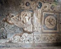 Geschnitzte Deckendetails in der Badeanstalt bleibt, Scavi-Di Pompeji Stockbild