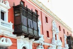 Geschnitzte hölzerne Balkone lizenzfreie stockfotos