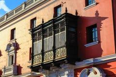 Geschnitzte hölzerne Balkone stockbilder