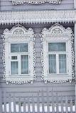 Geschnitzte hölzerne dekorative Fenster Stockfoto