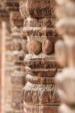 Geschnitzte hölzerne Spalten in Nepal Stockfotos