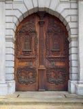 Geschnitzte hölzerne Tür Stockbild