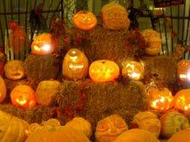 Geschnitzte Halloween-Kürbise Stockfoto