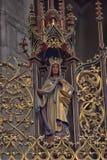 geschnitzte hölzerne Skulptur eines Heiligen Lizenzfreies Stockfoto