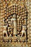 Geschnitzte Idole auf der äußeren Wand des Tempels, des Karni Mata oder des Tempels der Ratten, Bikaner, Rajasthan, Indien stockfotos