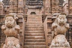 Geschnitzte Löwen am Eingang des Sun-Tempels Lizenzfreie Stockbilder