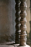 Geschnitzte Tempelpfosten Stockfotos