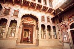 Geschnitzte Wände in der künstlerischen Art in Rajasthan Stockbild