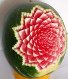 Geschnitzte Wassermelone mit Blume stockfotos