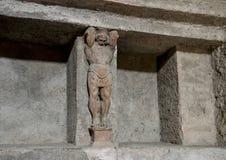 Geschnitzte Zahl und Nische, wo die Badversorgungen, die in der Badeanstalt gespeichert werden, bleibt, Scavi-Di Pompeji Stockbilder