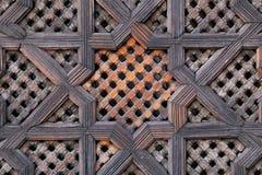 Geschnitzter hölzerner Schirm in Marokko