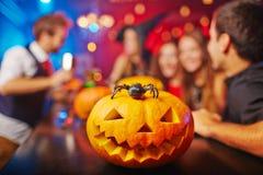 Geschnitzter Halloween-Kürbis stockfoto