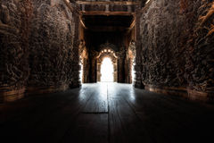 Geschnitzter Tempelinnenraum Stockfotografie
