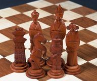 Geschnitztes chinesisches Schach-Set - schwarze Stücke Lizenzfreie Stockfotografie