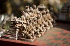 Geschnitztes mongolisches Schach-Set Stockfotos
