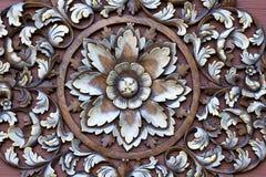 Geschnitztes Muster auf Holz stockbild