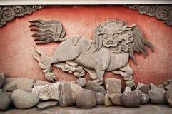 Geschnitztes Tier am Kloster Stockfotos