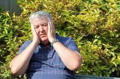 Geschokt en beklemtoonde bejaarde. Royalty-vrije Stock Fotografie