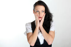 Geschokte jonge bedrijfsvrouw onder druk met handen op wangen Royalty-vrije Stock Afbeeldingen