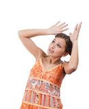Geschokte tiener in oranje kleding over wit Royalty-vrije Stock Foto's