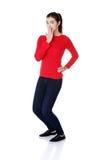 Geschokte vrouw die haar mond behandelen met hand Stock Afbeelding