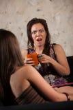 Geschokte Vrouw met Vriend Stock Afbeeldingen