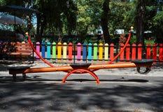 Geschommel in het park stock fotografie