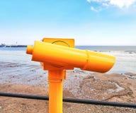 Geschossen vom Sucher auf Scarborough-Strandsüdbucht stockfotos