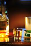 Geschossen vom Tequila in einer Umgebung Stockbild