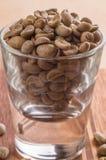 Geschossen von den Rohkaffee-Bohnen Lizenzfreie Stockbilder