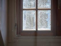 Geschossen von einem Fenster mit dem Licht, das hereinkommt stockfotos