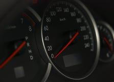 geschossen von einem Geschwindigkeitsmesser in einem Auto Lizenzfreie Stockbilder