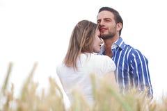 Geschossen von einem jungen Paar in der Liebe stockbild