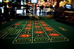 Geschossen von einer Sitzung in einem realen Kasino Lizenzfreie Stockfotografie