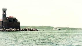 Geschossen von Piran, genommen vom beweglichen Boot stock video footage