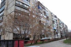 Geschosshaus der Platte 9 in Russland stockbild