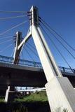 Geschossposten unter Brücke Stockbilder