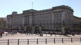 Geschoten op Canon 5D Mark II met Eerste l-Lenzen De hoofdingang en Buckingham Palace stock footage