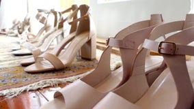 Geschoten van de schoenen van het bruidhuwelijk stock footage